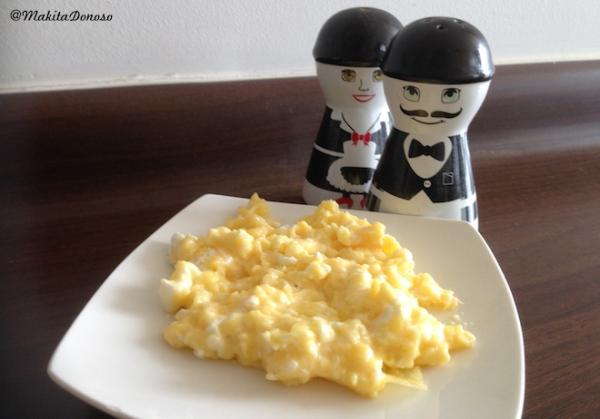 Huevo revuelto con queso crema